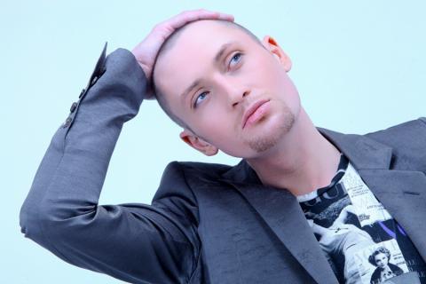 Певцу Шуре удалили половой орган, из-за онкологии