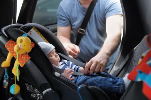 Педиатры предупредили об опасности автокресел для спящих в них детей