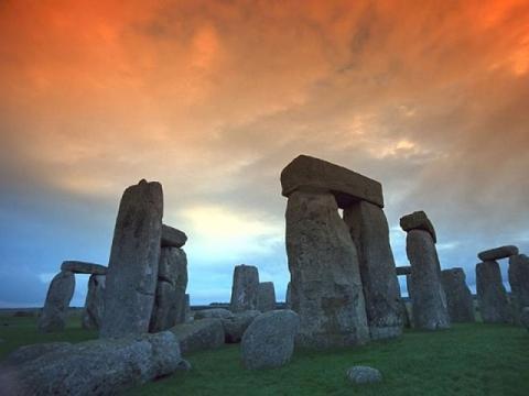 Тайны Стоунхенджа: строителей памятника уничтожили «пришельцы»