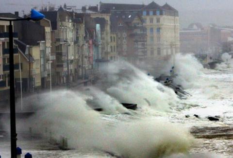 Предупреждение метеорологов: погодные аномалии ждут Землю в 2017 году