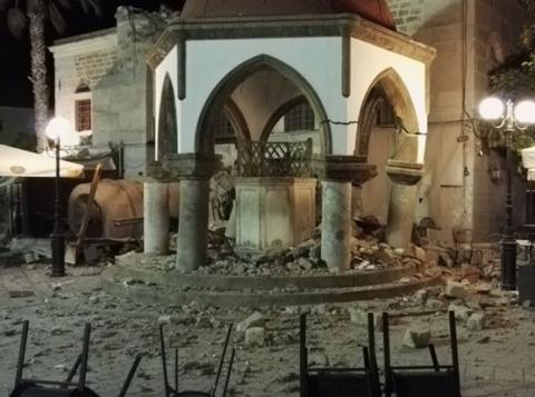 Разрушения от землетрясения в Греции