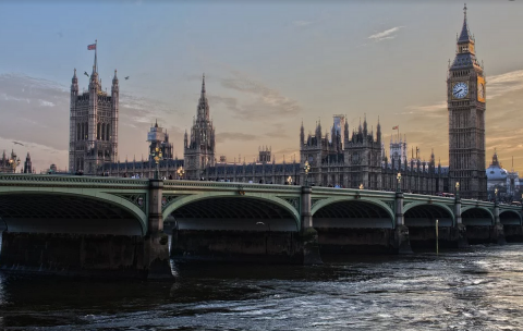 Вид на парламет Великобритании