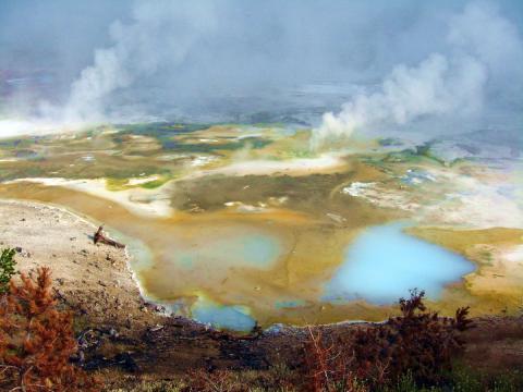 долина гейзеров Йеллоустоуна