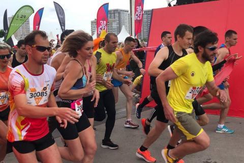 Бегуны на марафоне