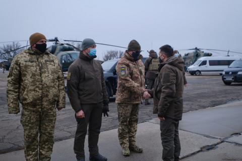 Владимир Зеленский и военнослужащие ООС