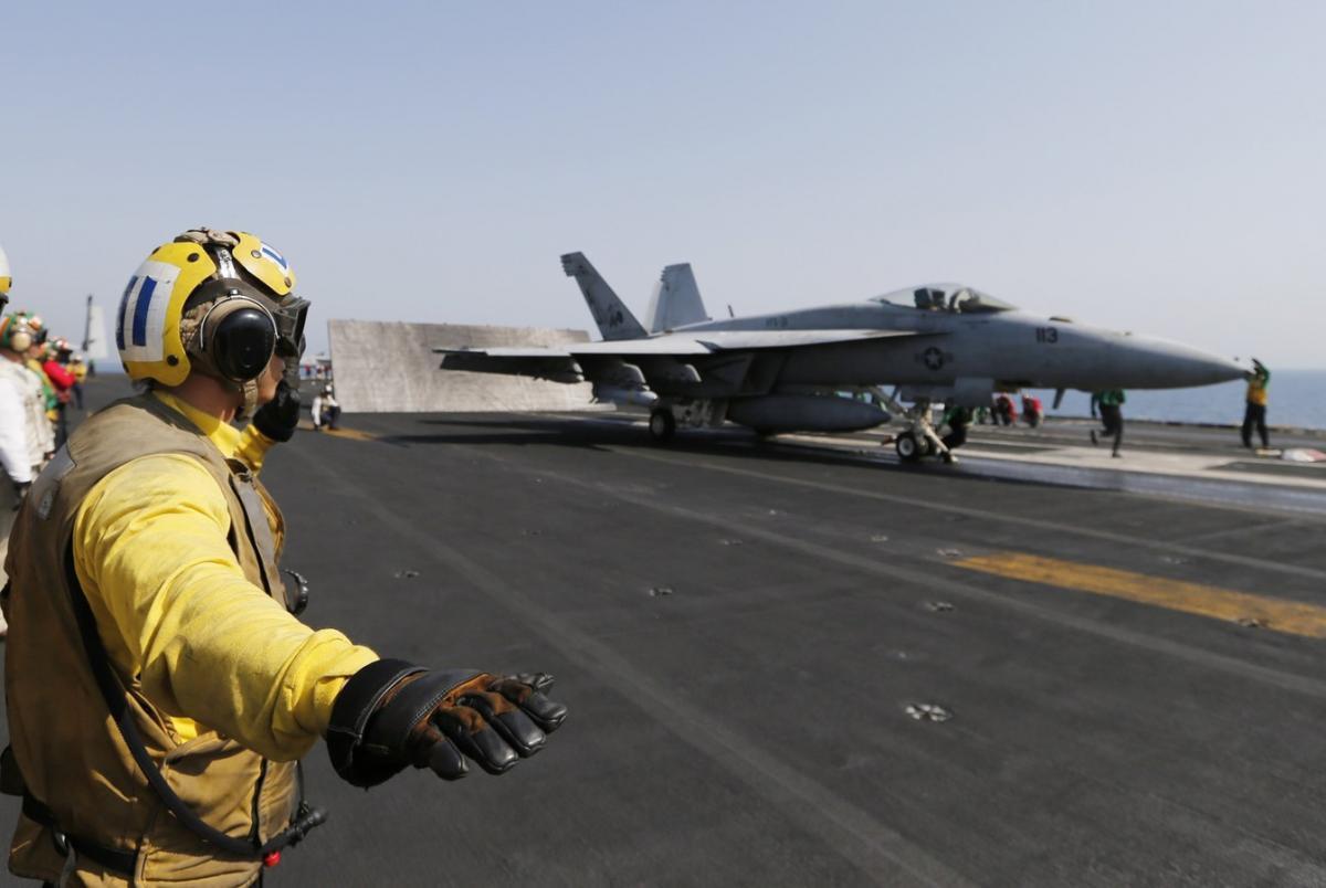 США разбомбили свою авиабазу в Сирии