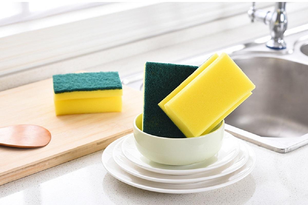 Роспотребнадзор рассказал об опасности кухонных губок