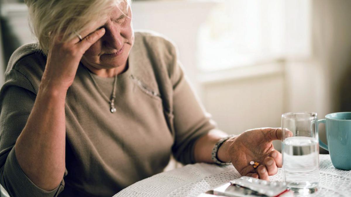 Терапевт из США назвал 6 опасных для пожилых людей лекарств