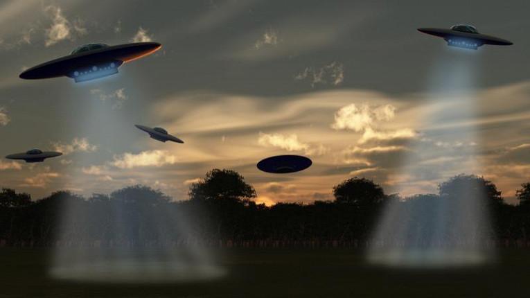 Инопланетный корабль прибыл на заправку солнечной энергией и попал в объектив камер шокированных очевидцев