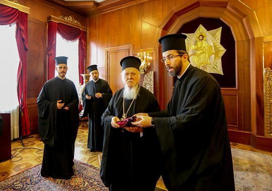 На Афоне в «русском» монастыре захлопнули дверь перед носом делегации «новой церкви» Украины