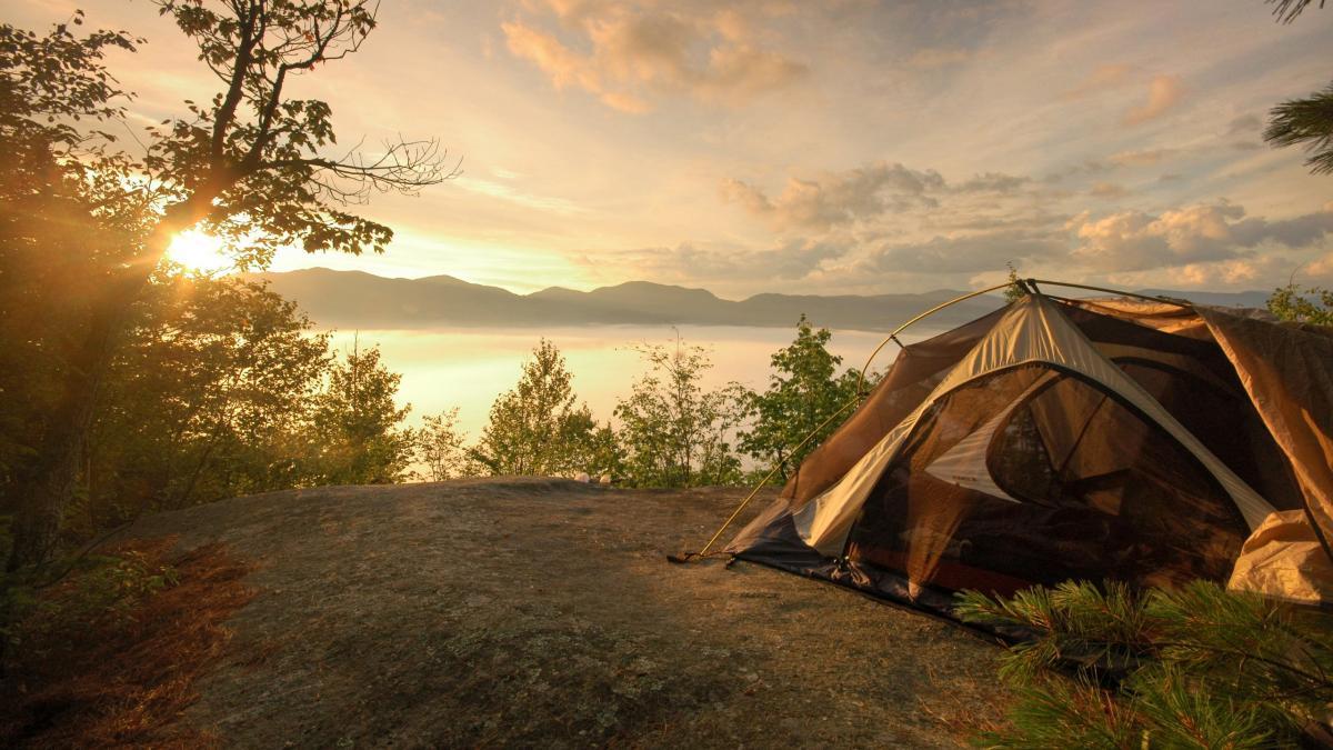 В Красноярском крае в палатке обнаружили тела четырех туристов