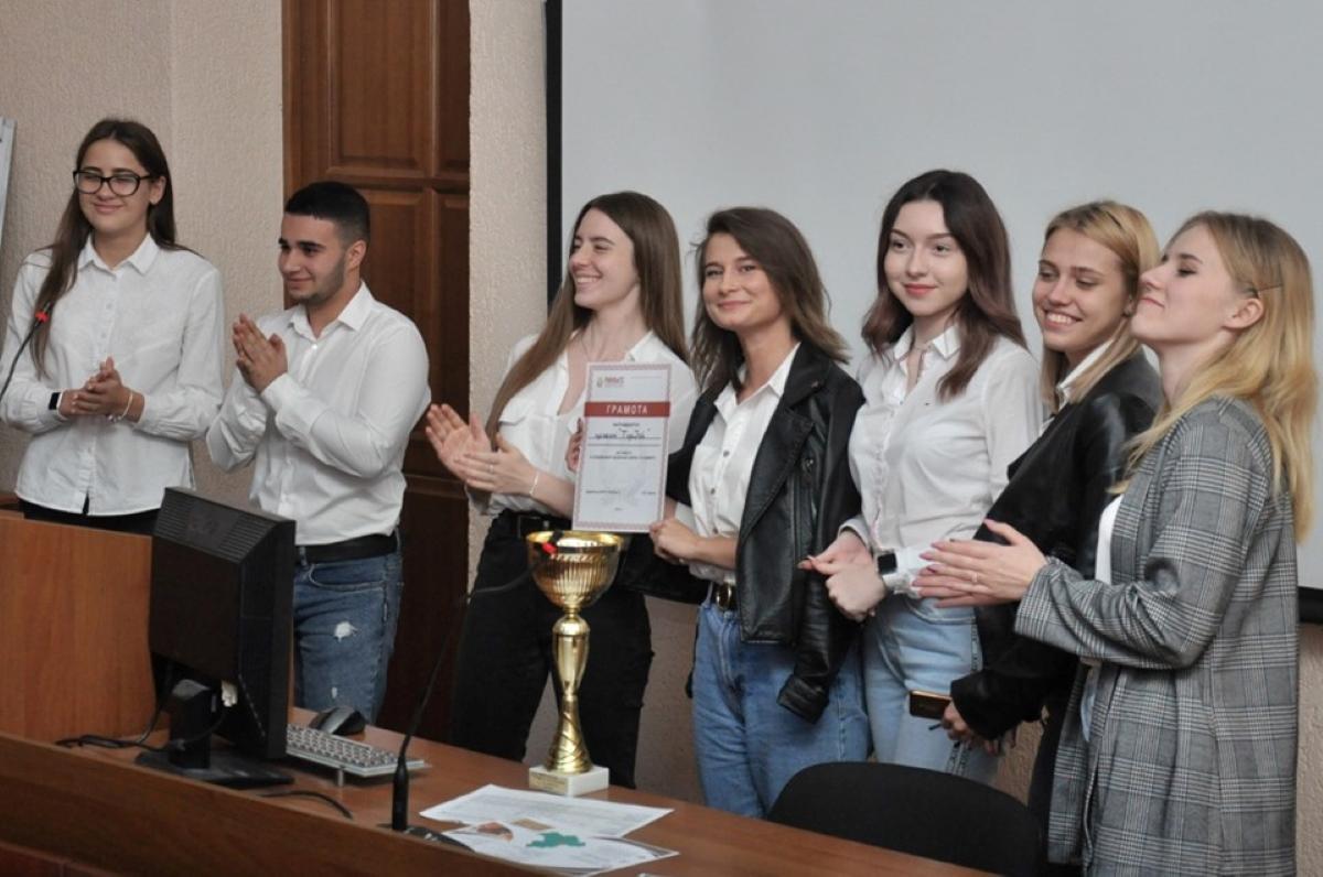 участники VII суперфинала ежегодной проектной школы по социальному предпринимательству «5 элемент»