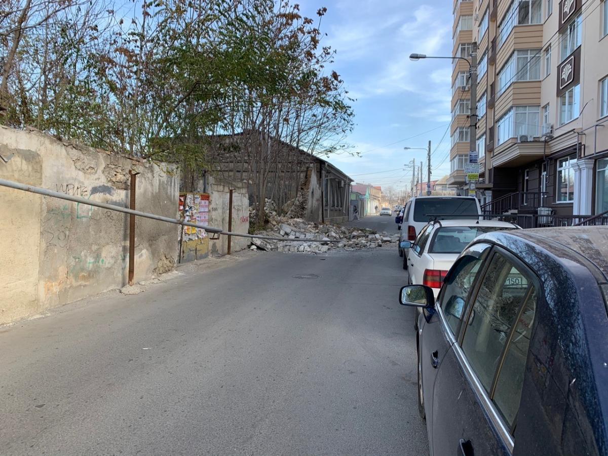 В Симферополе упавшая стена оборвала газопровод