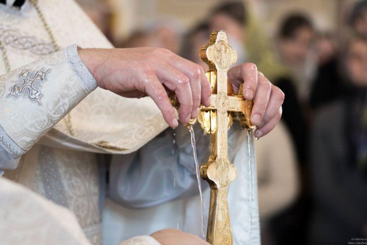 Крещение 2018: когда освящают воду, какая вода является святой на Крещение Господне