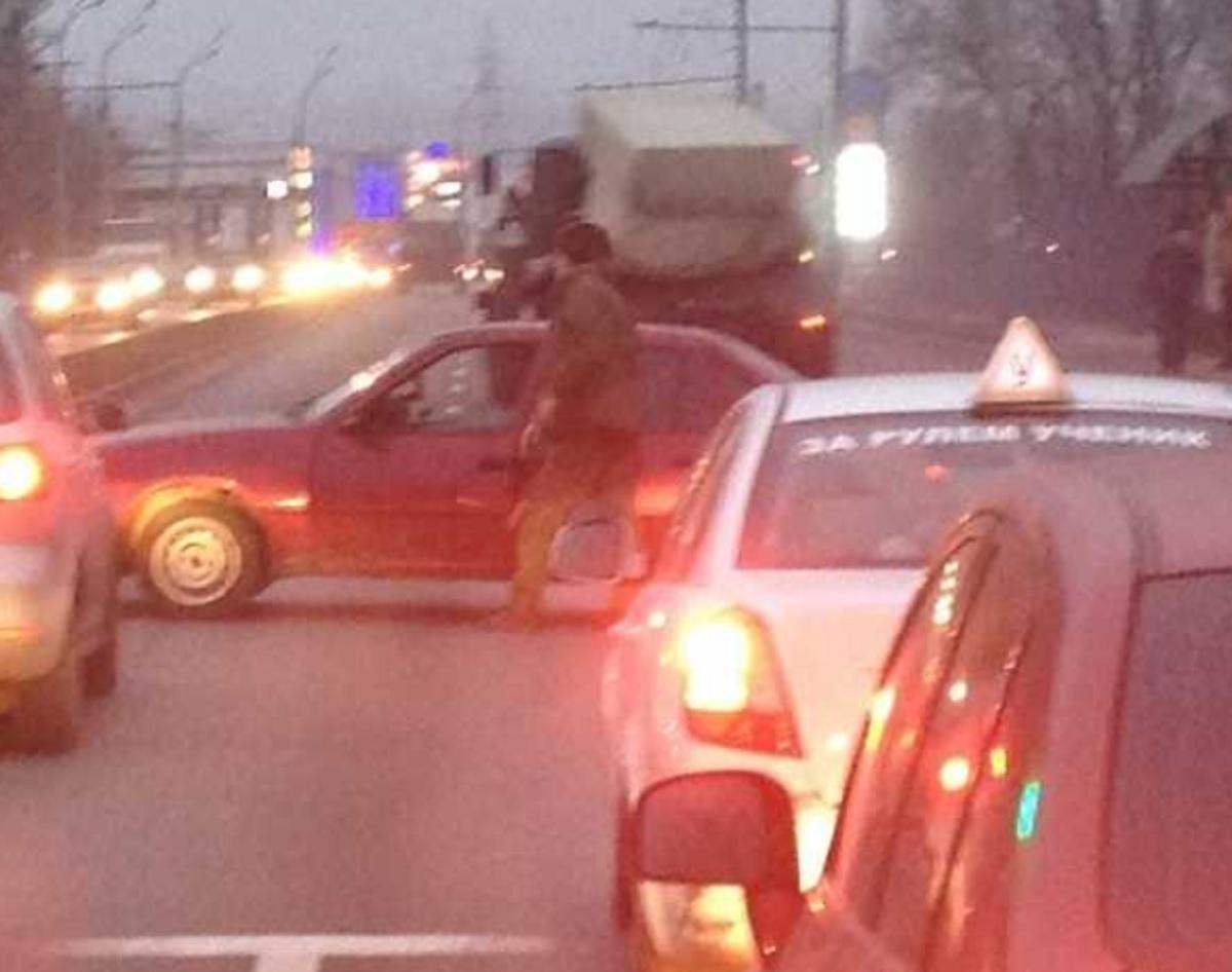 В Брянске на своей машине военный перекрыл Московский проспект