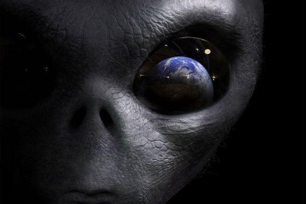 Пугающее известие с Марса: на Красной планете появились гуманоиды – уфологи