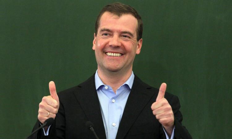 """""""Здоровья вам и хорошего настроения!"""" - Медведев вновь пошутил над гражданами"""