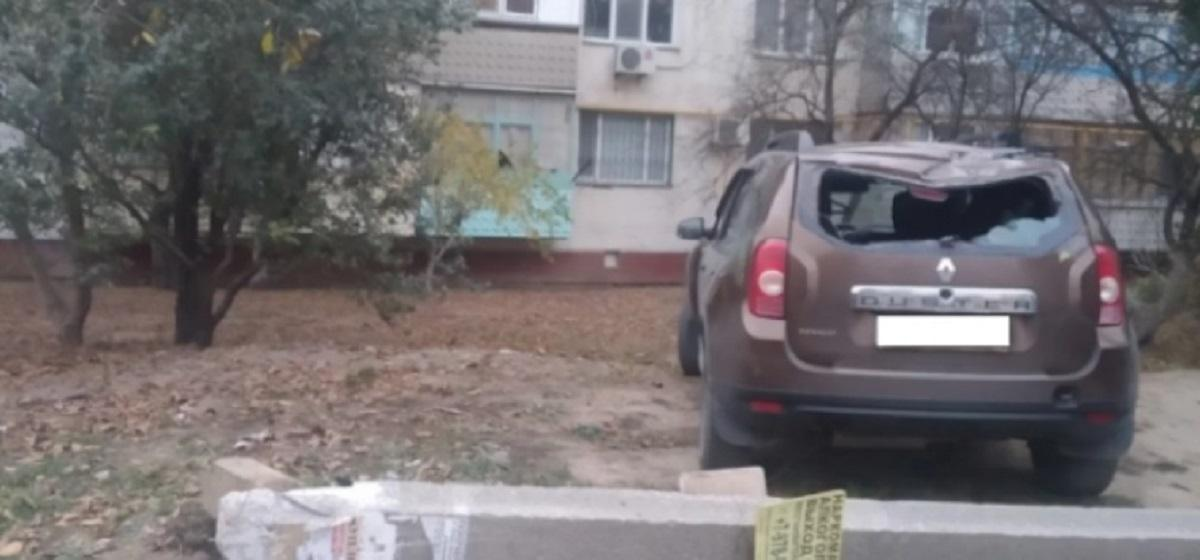 В Керчи водитель иномарки устроил ДТП во дворе домов и скрылся