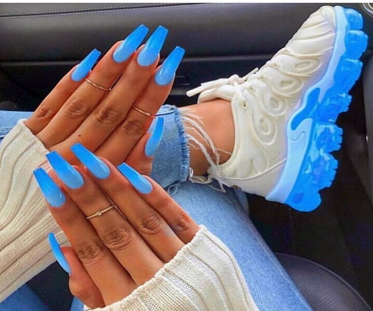 """Восхитительный маникюр-2019 на длинные ногти: модные тренды для любительниц стильного маникюра, свежие новинки дизайна Не смогли короткие ногти вытеснить с """"арены"""" модного маникюра-2019 длинные ноготки, потому что именно длина ваших ногтей становится определяющим моментом при выборе трендового дизайна. Если ещё недавно девушки наслаждались короткой длиной ногтей, то уже сейчас длинные ногти триумфально возвращаются. Поэтому в этой статье небольшим коротким обзором мы представим вам самые свежие и восхитител"""