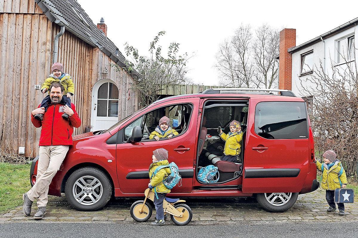 Многодетным семьям предложили выдавать бесплатный бензин