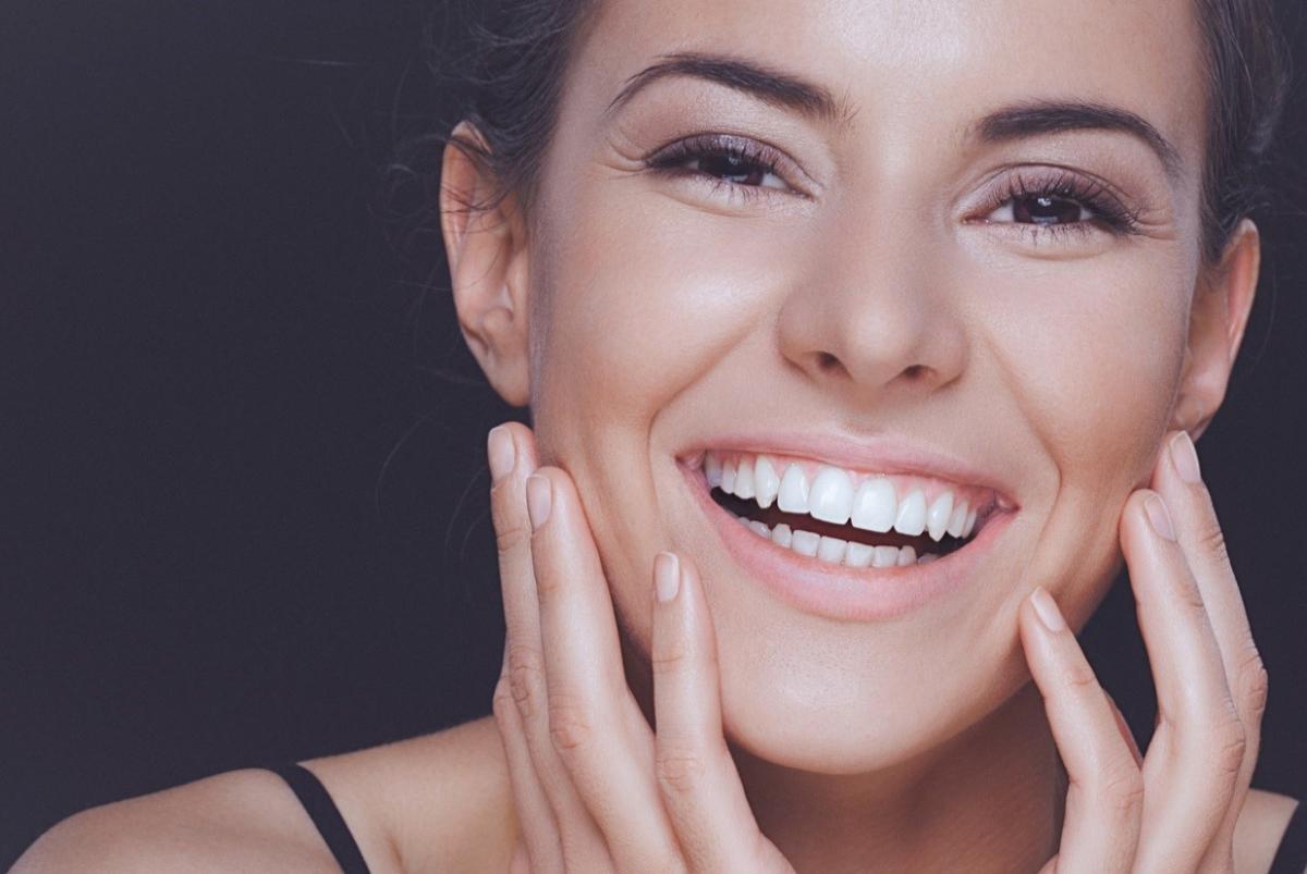 Стоматолог назвал народное средство для отбеливания зубов