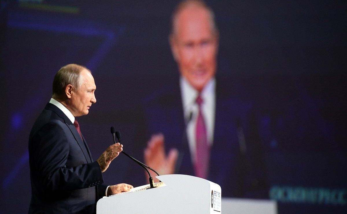 Путин о транзите газа через Украину: Россия не обязана всех кормить