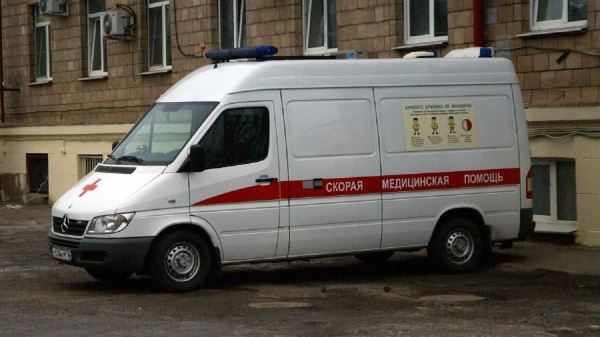 Пациент с коронавирусом выпал из окна третьего этажа российской больницы