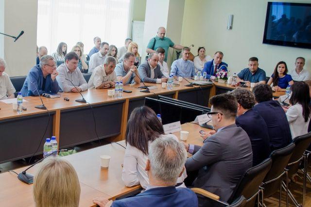В Ростове провели встречу между властями и представителями малого бизнеса