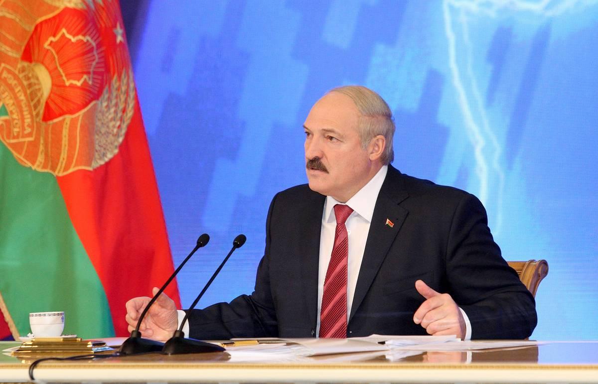 Болкунец: силовики и спецслужбы избавляются Лукашенко