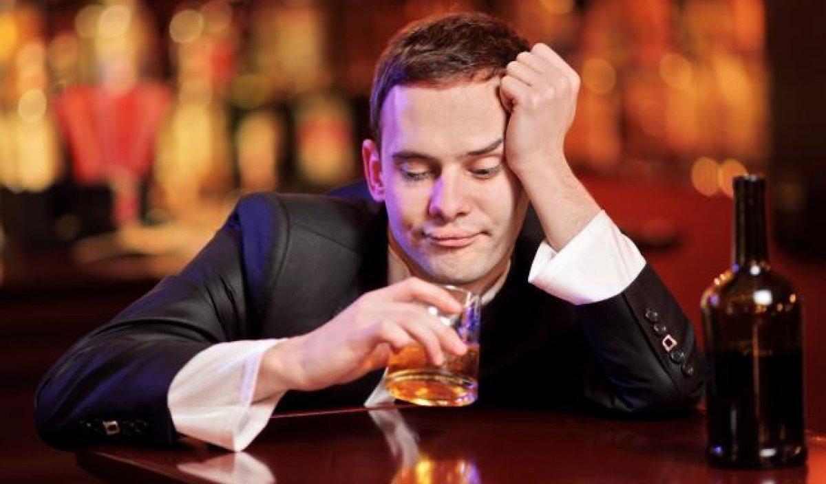 Алкоголь продолжает губительно сказываться на мозге даже после отказа от него, сообщили ученые