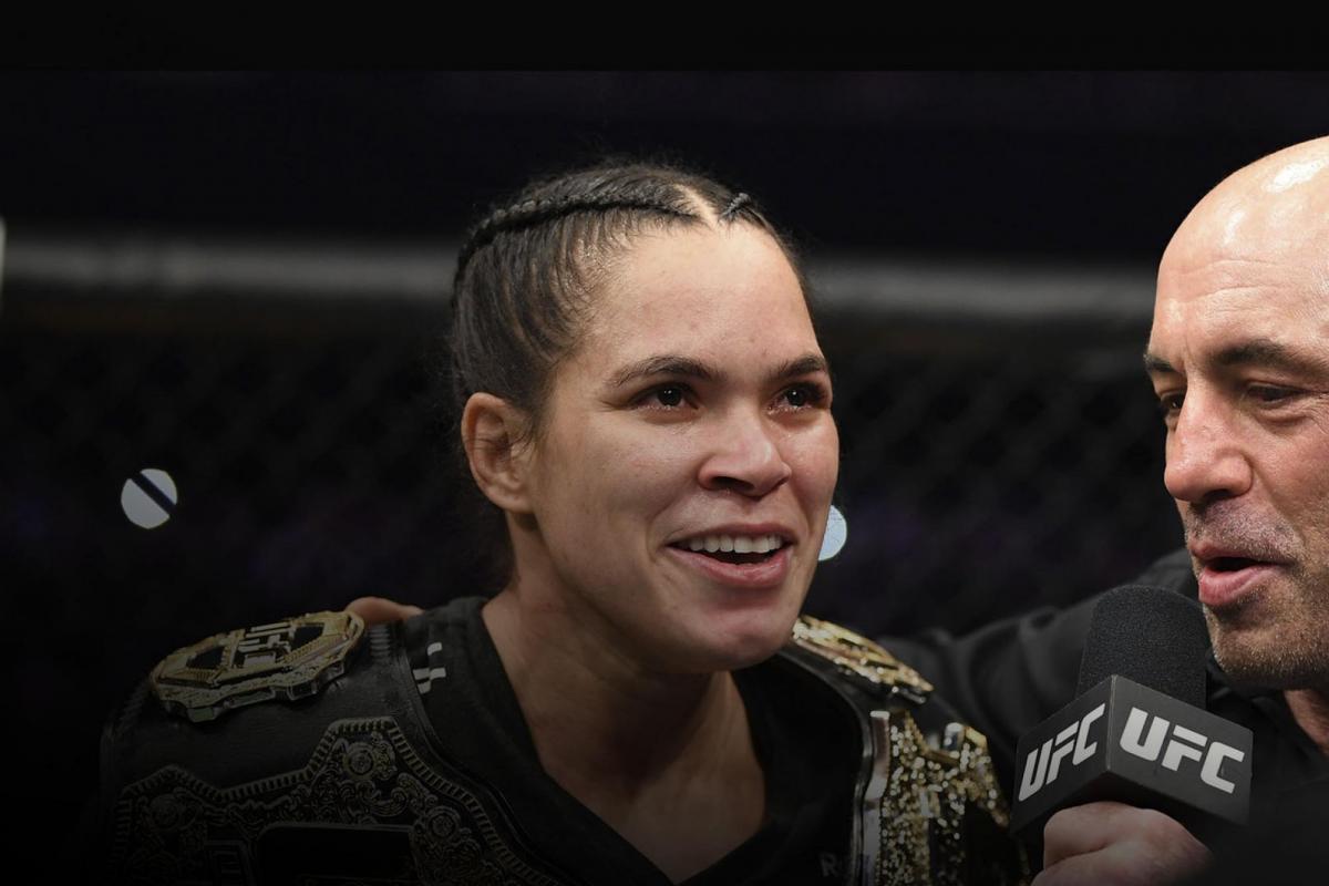 Чемпионка UFC Аманда Нуньес надела сразу два пояса, и все