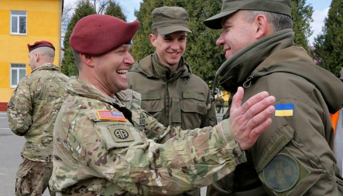 Американский и украинский военнослужащий