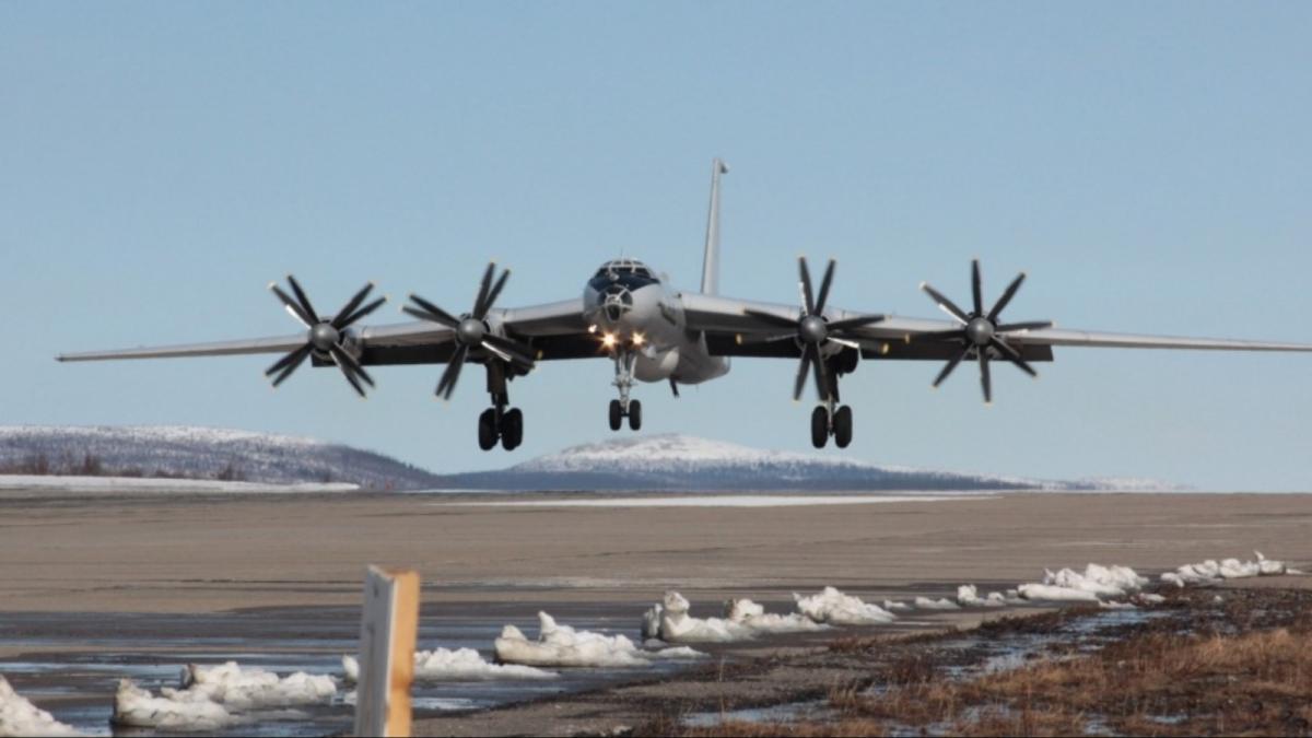 Ту-142 в Арктике продолжат патрулирование