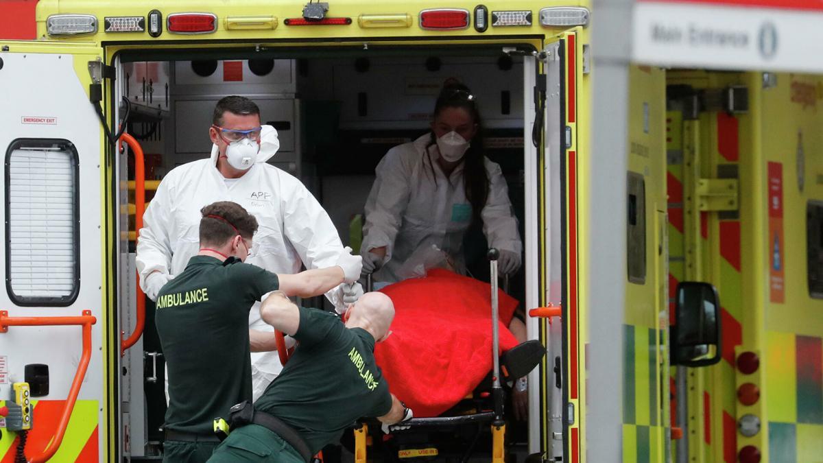 Великобритания коронавирус больница машина