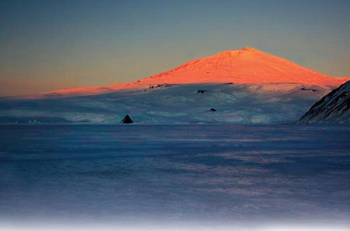 Что пробило гигантскую брешь в Антарктиде: ученые раскрыли причину