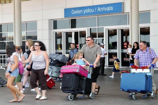 В Анталье встречали рейс с первыми туристами из России