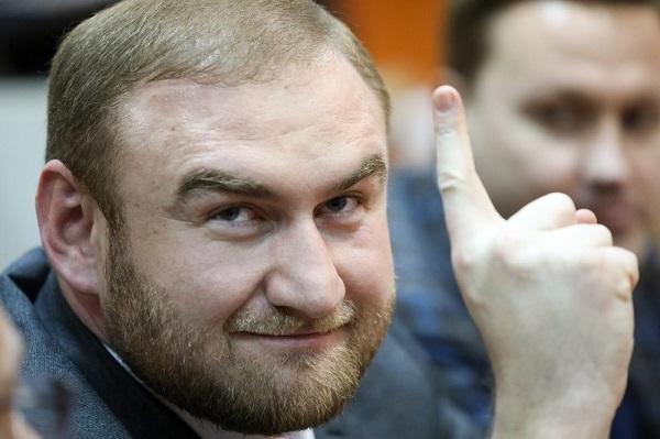 Сенатор Арашуков знает, по чьему заказу его оговорили