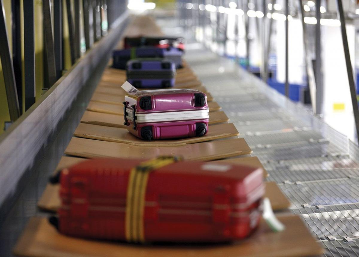 Таможенники начнут по-новому проверять багаж россиян