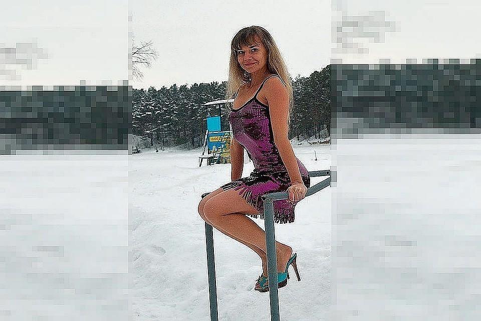 Учительницу из Барнаула вынудили уволиться из школы за фото в вечернем платье