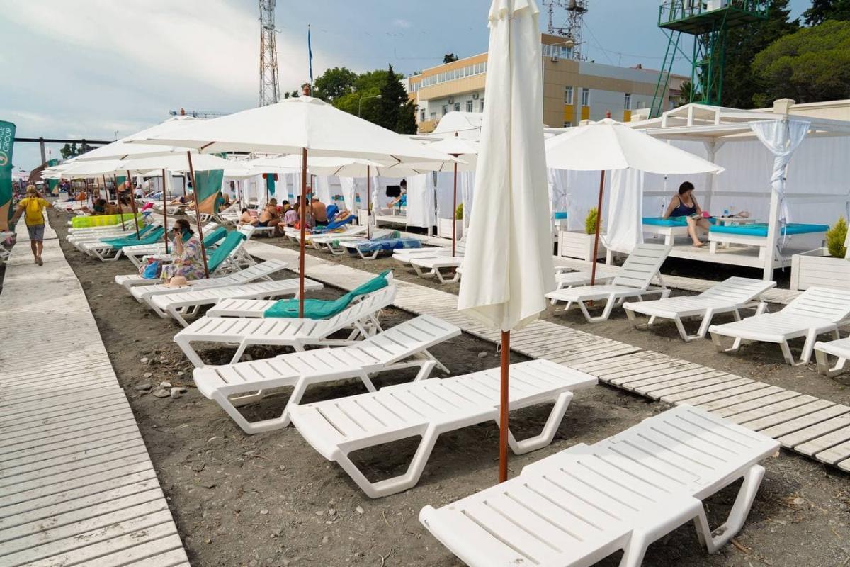 В Сочи с пляжей вывезли около 3 тысяч тонн мусора