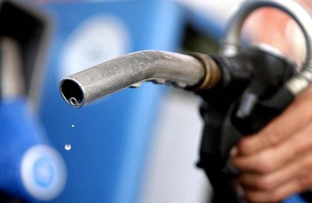 Козак отреагировал на жалобы транспортников о высоких ценах на топливо