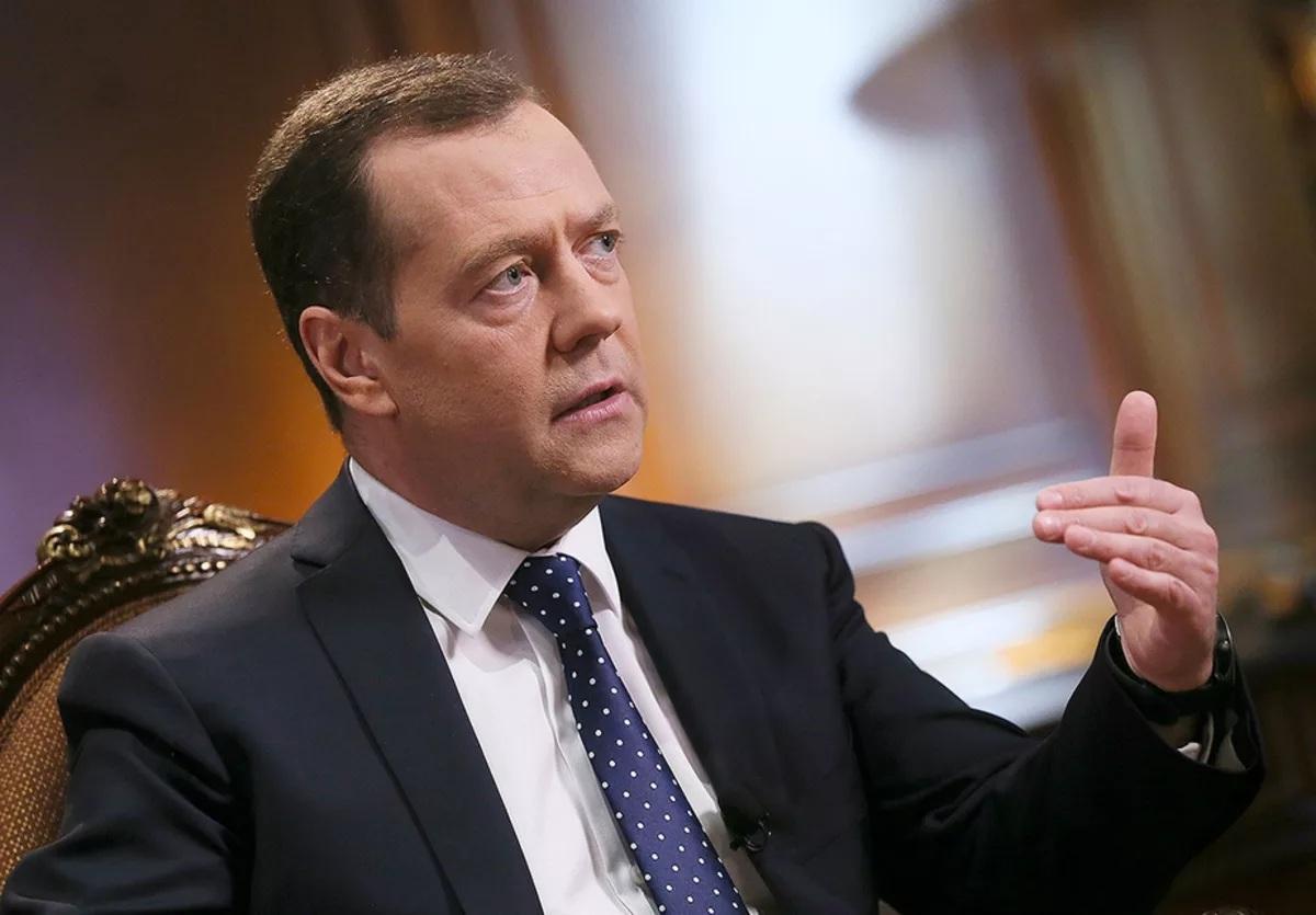 Медведев пояснил, почему он против определения «неполный рабочий день»