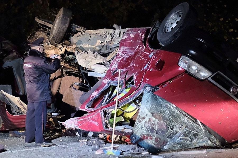 В Чувашии объявлен траур по жертвам ДТП с грузовиком и автобусом
