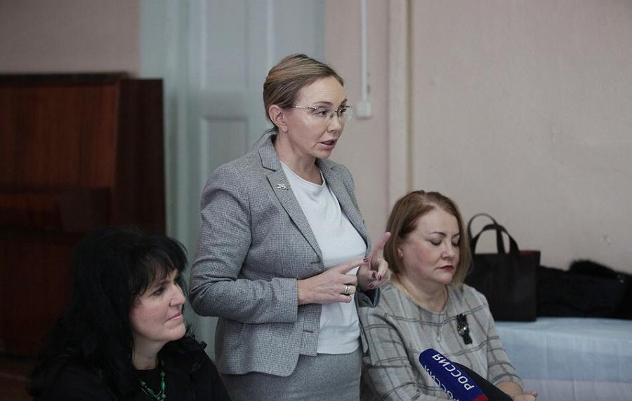 Владимирская чиновница, советовавшая врачам мыть полы, займется уборкой в ЦРБ Струнино
