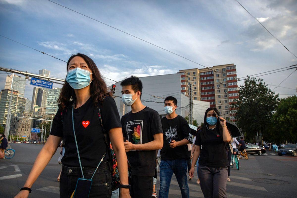 жители Китая в масках