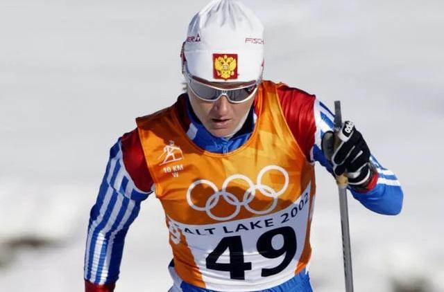 Российская лыжница избила новогодней елкой директора спортшколы