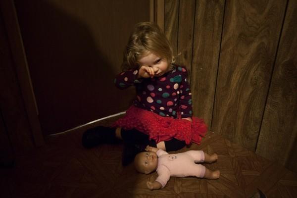 В Ростове-на-Дону отец забыл свою 3-летнюю дочь в гараже