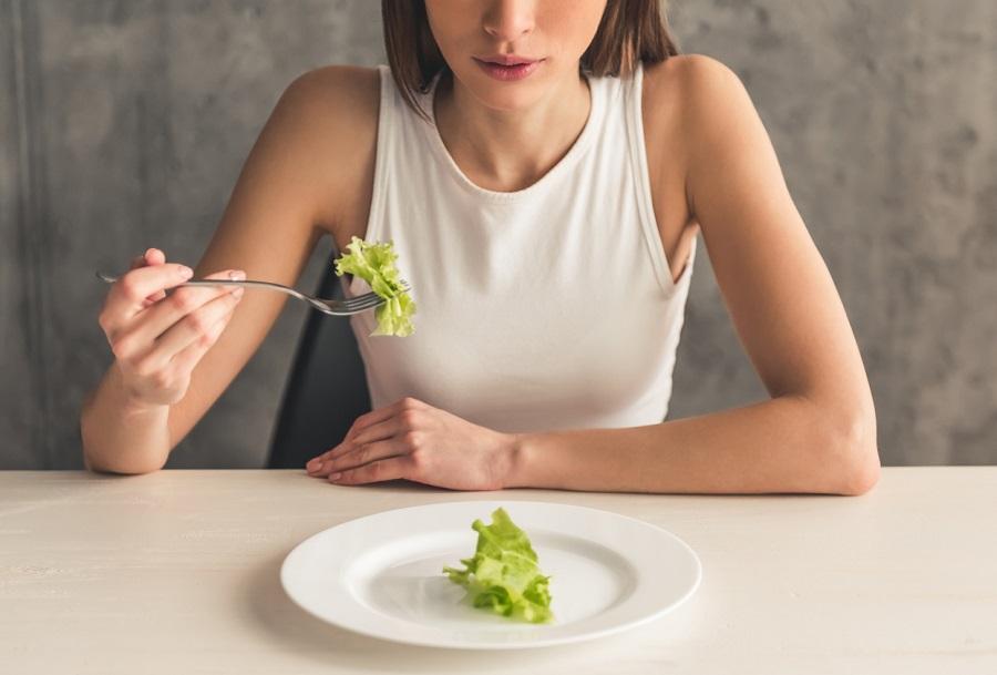 «Мало ем, но не могу похудеть»: диетологи озвучили причины, по которым диеты бесполезны и вес не уходит