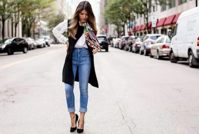 8d254670b75 С чем носить джинсы  самые шикарные образы вне времени и моды