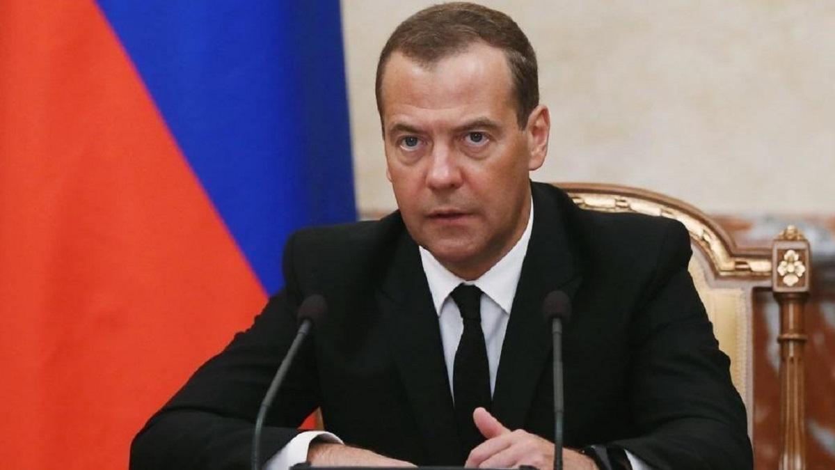 Медведев заявил о сложности принятия решения о пенсионной реформе